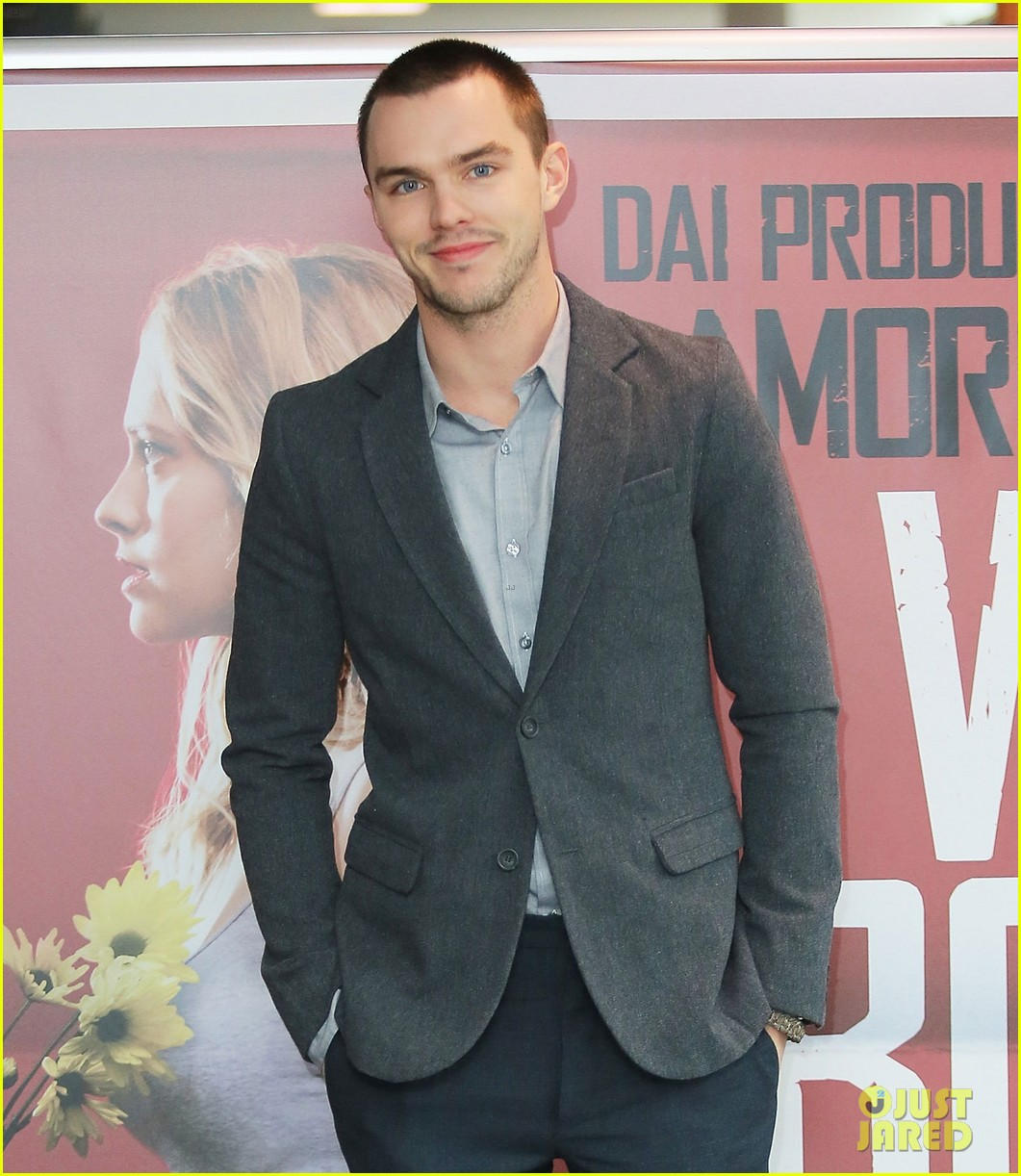 nicholas hoult warm bodies rome photo call 04