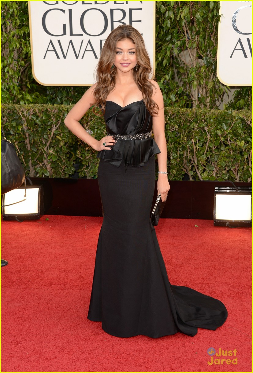 sarah hyland nolan gould golden globes 03
