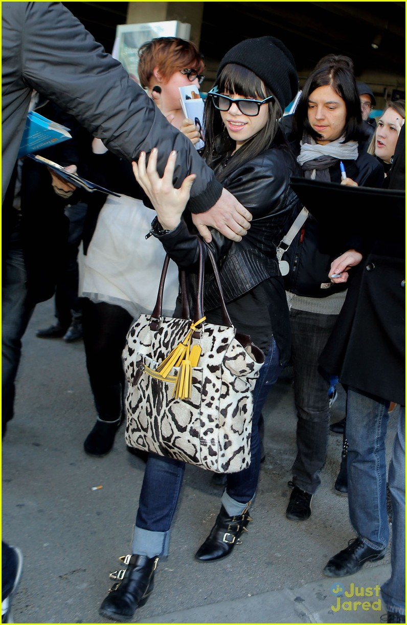 carly rae jepsen nice airport 01