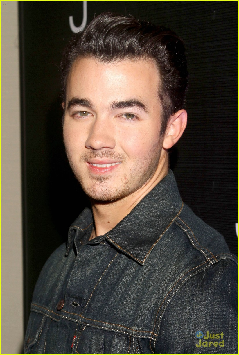 jonas brothers married photo call 04