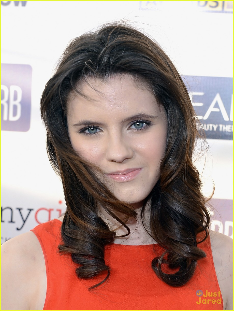 kara hayward golden globes 06