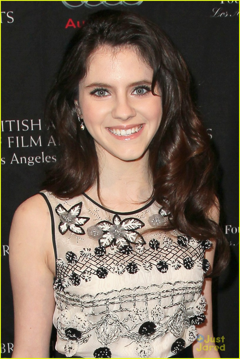 kara hayward golden globes 09