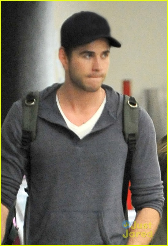 miley cyrus lax liam hemsworth 04
