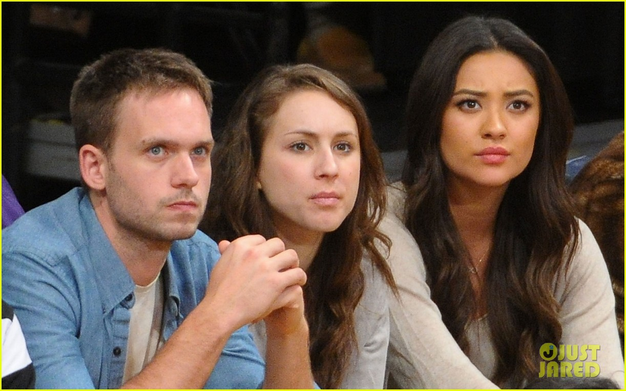shay mitchell troian bellisario lakers game girls 04