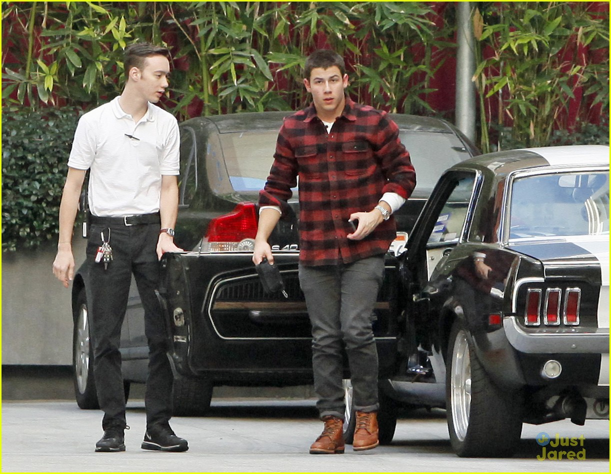nick jonas plaid meetings 03