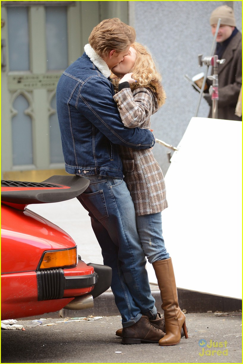 annasophia robb austin butler carrie kissing 06