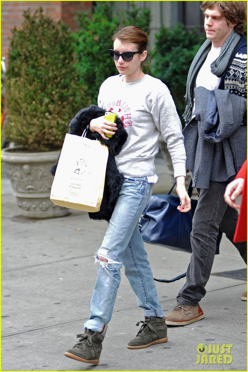 emma roberts evan peters nyc couple 04