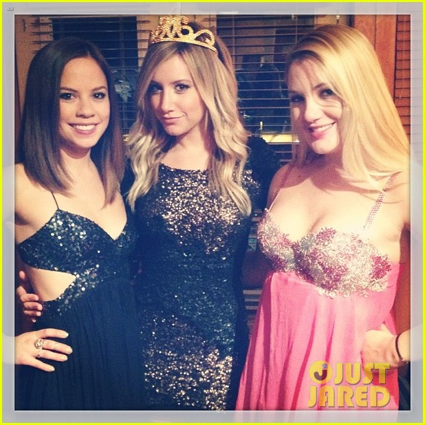 ashley tisdale happy new year 01