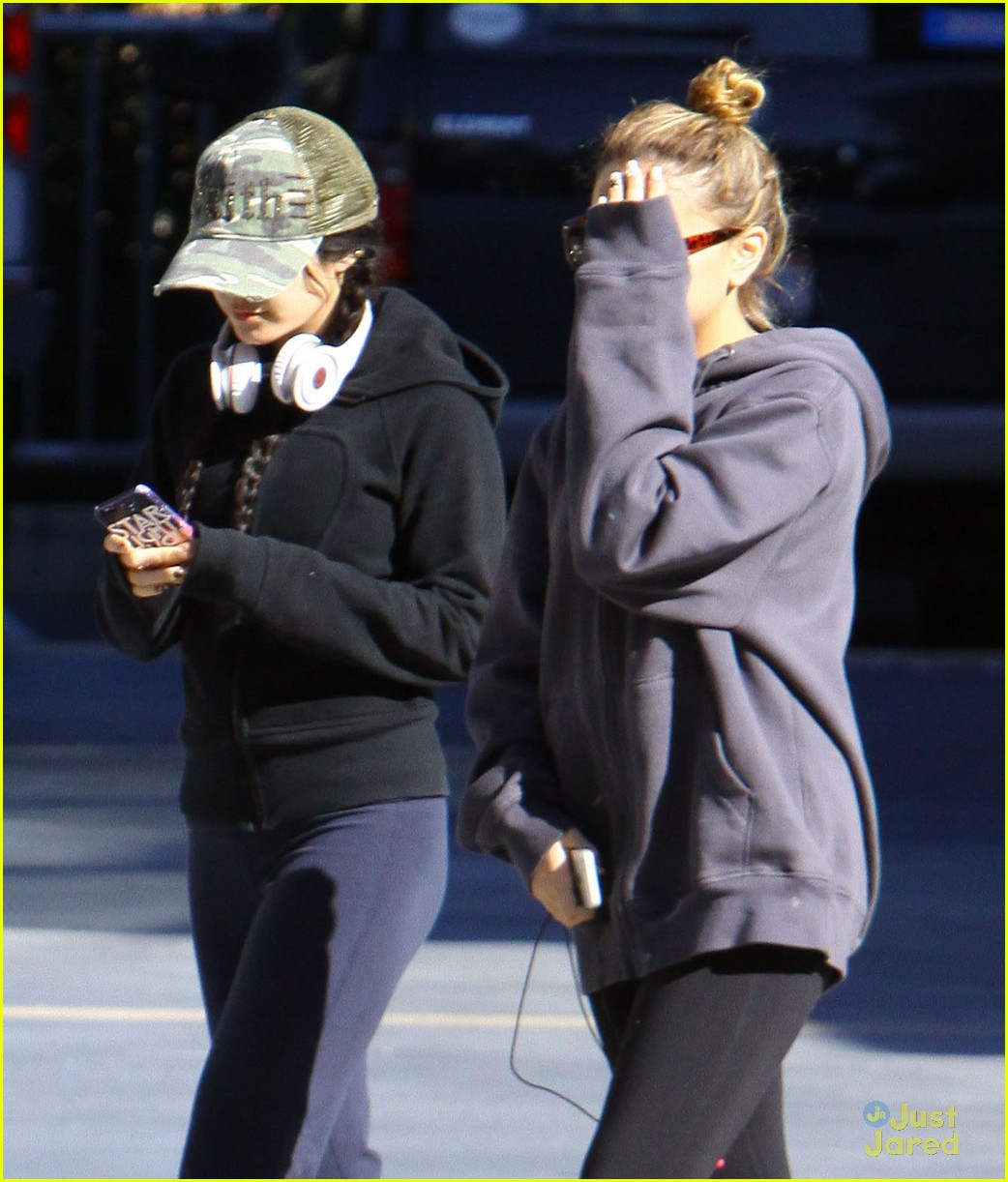 vanessa hudgens austin butler workout leave 06