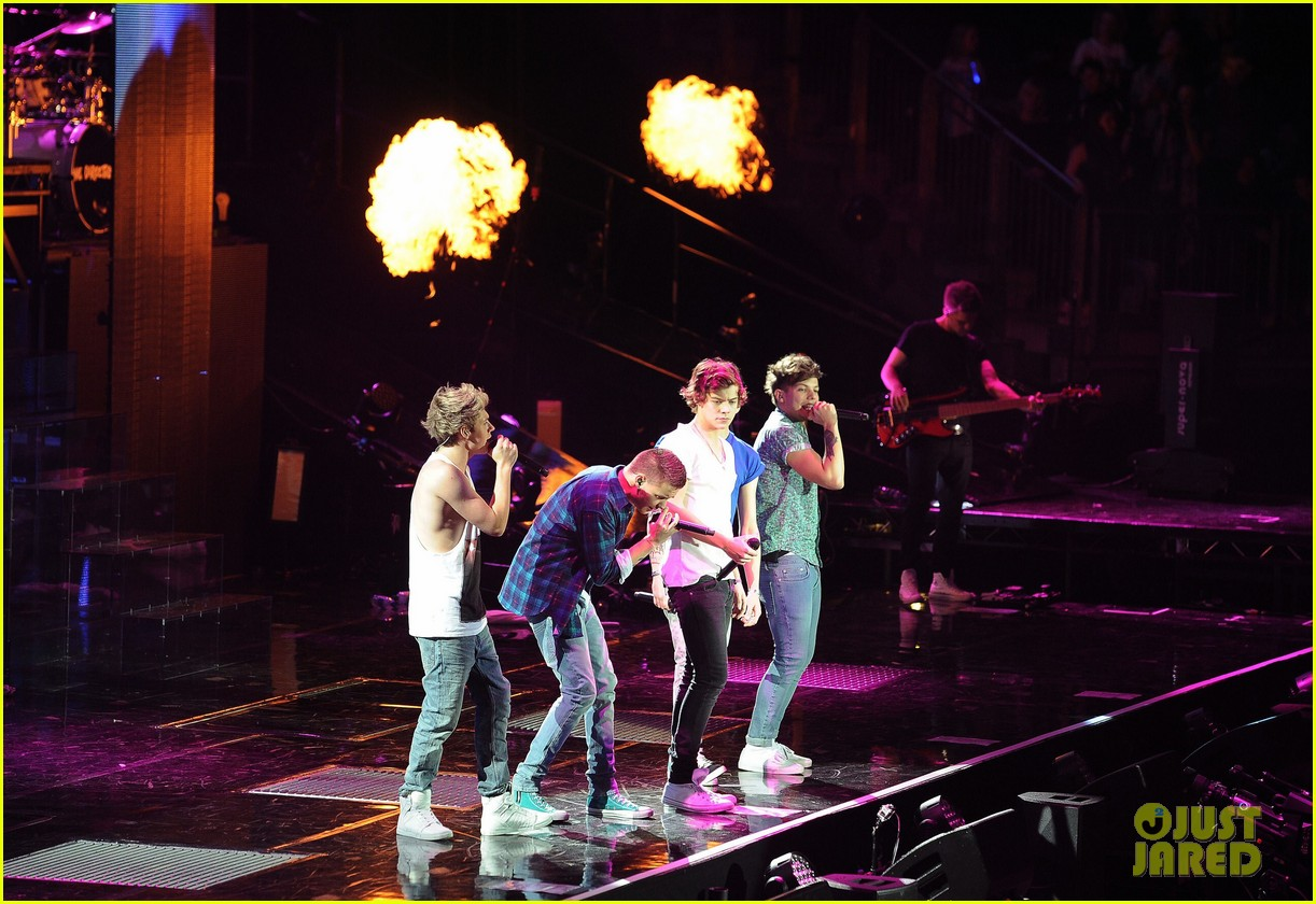 one direction o2 arena performance 32