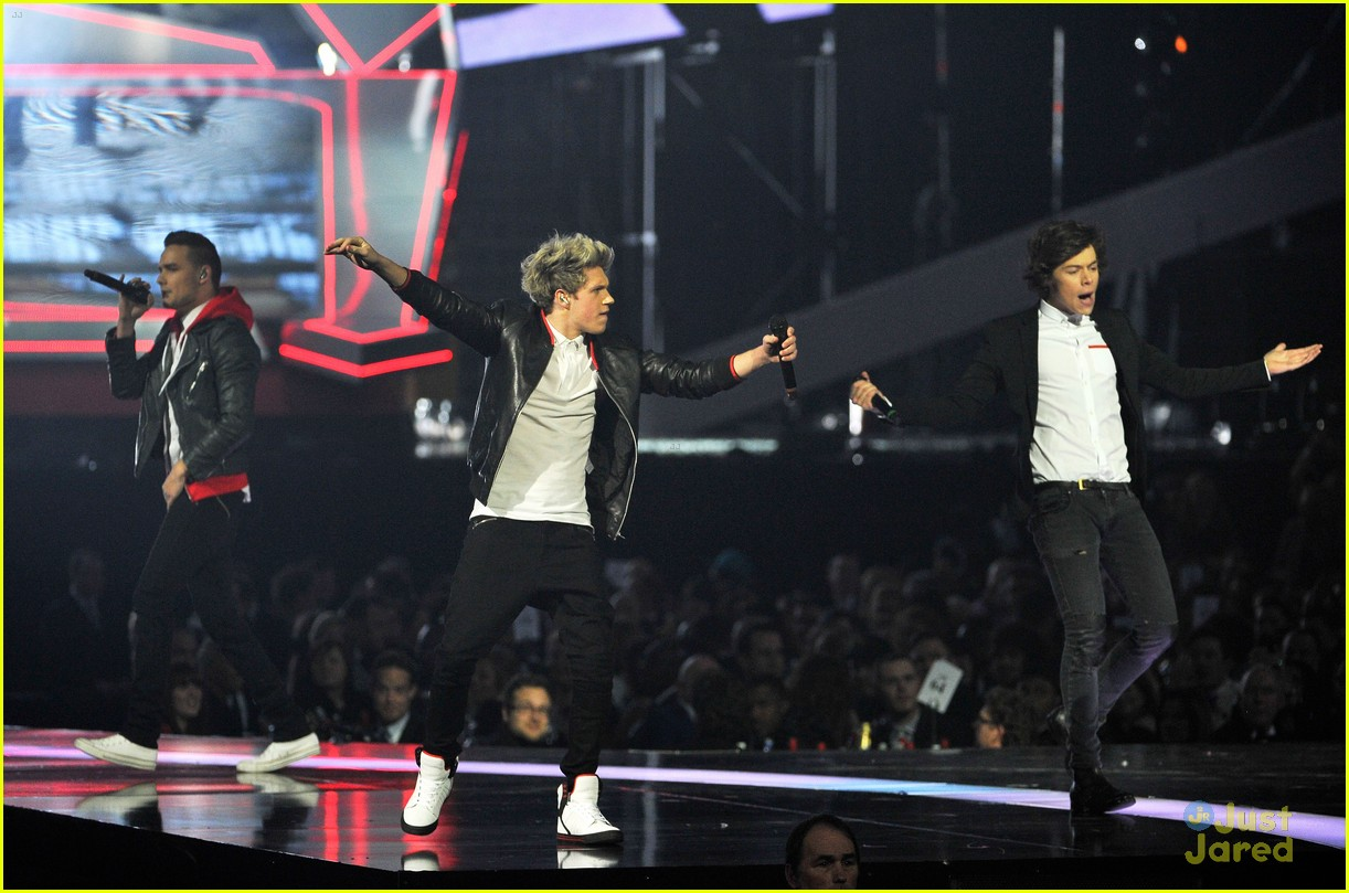one direction brit awards performance 16