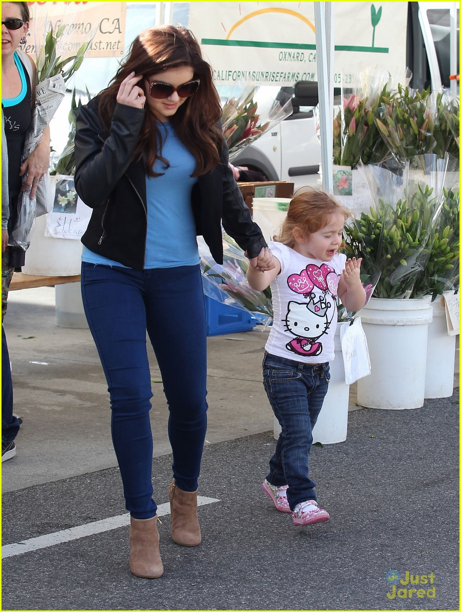 ariel winter skylar farmers market 01
