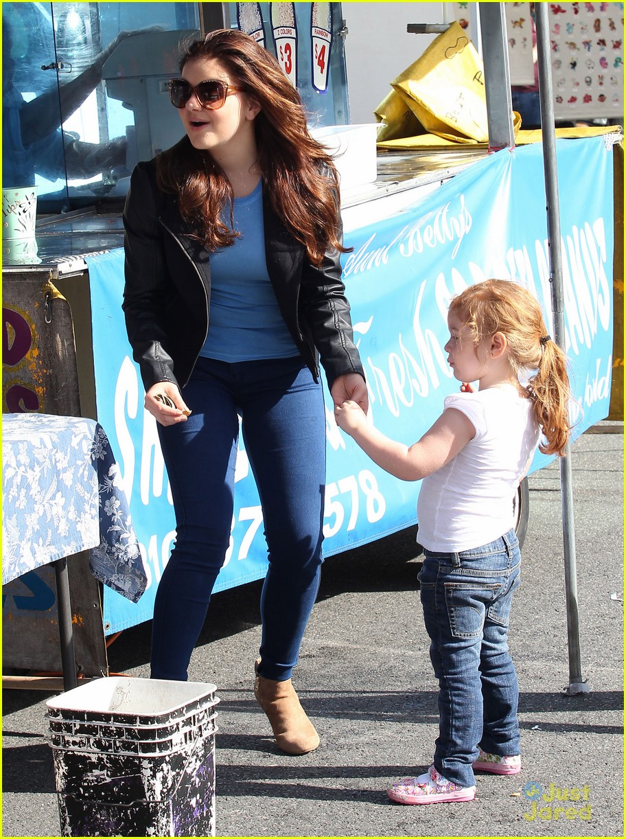 ariel winter skylar farmers market 03