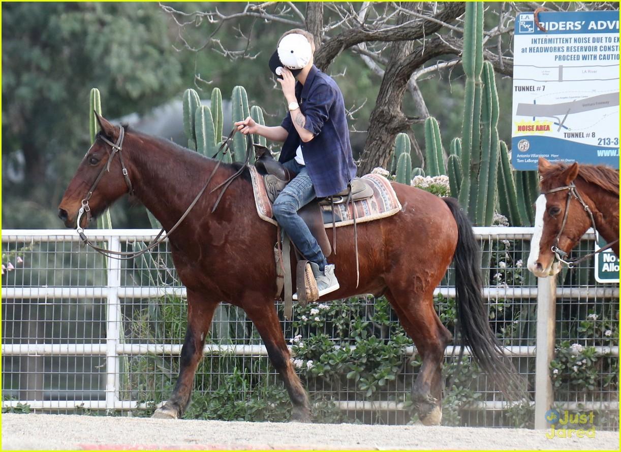 justin bieber horseback ride 05
