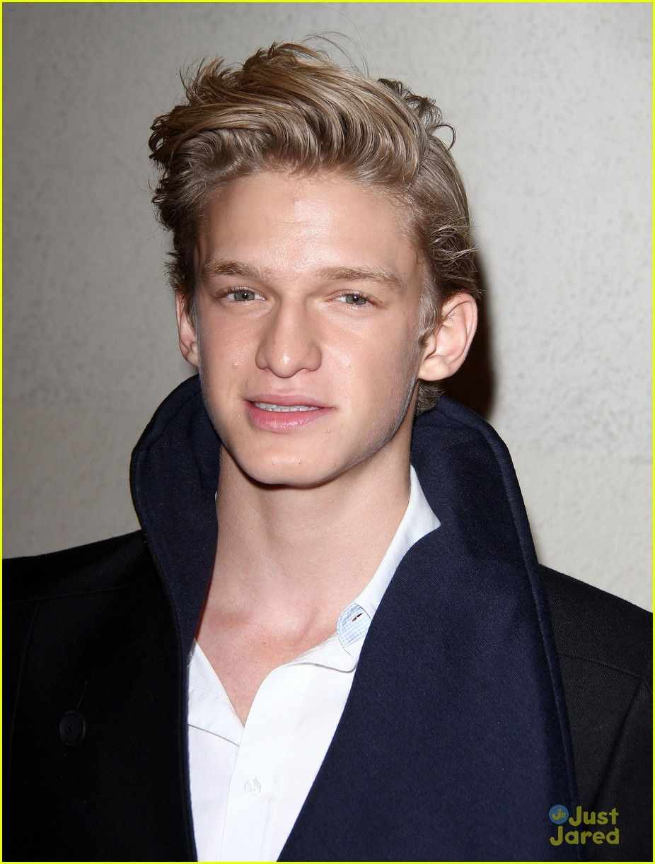 cody simpson friends family pregrammy 10