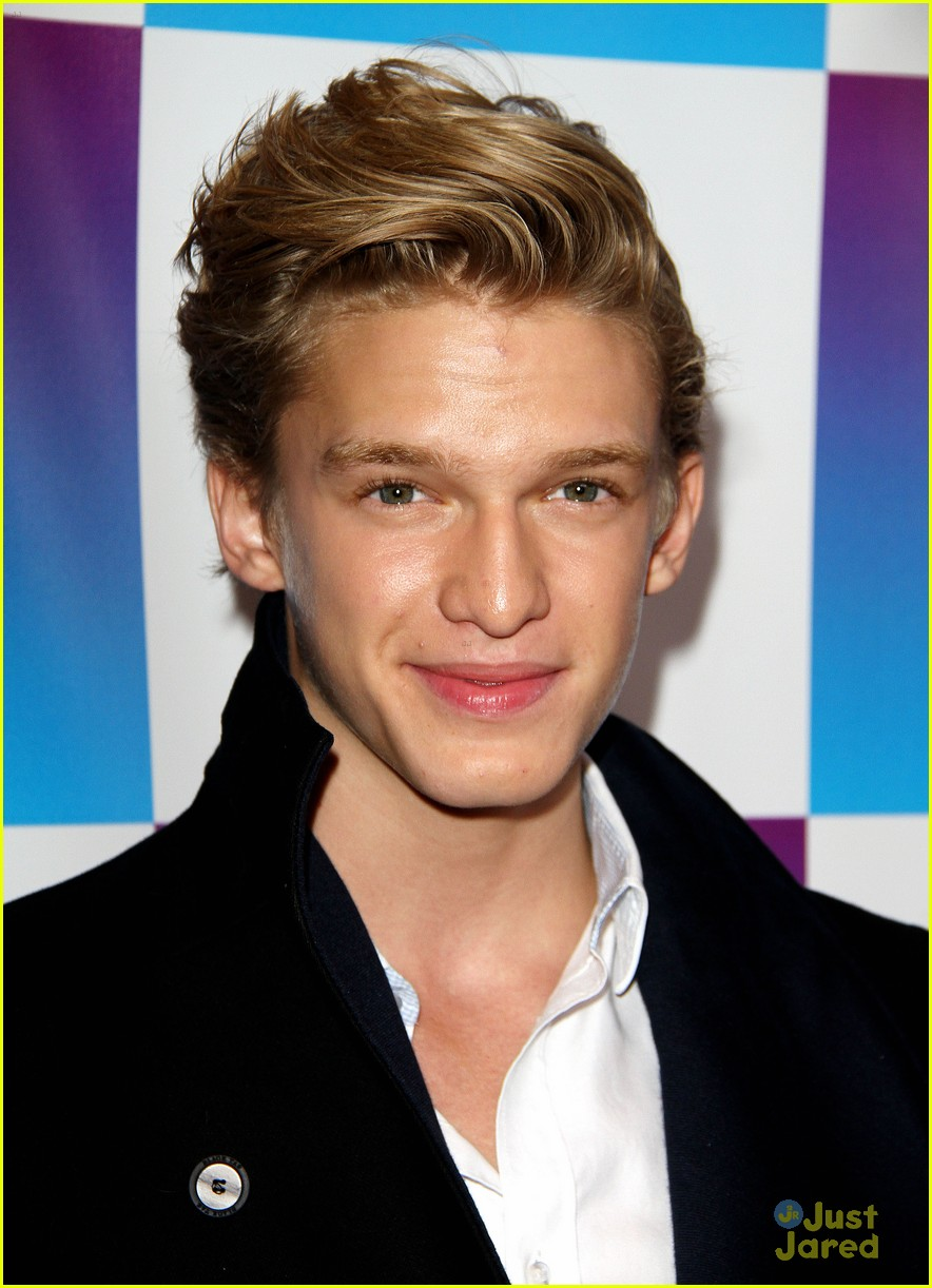 cody simpson friends family pregrammy 13