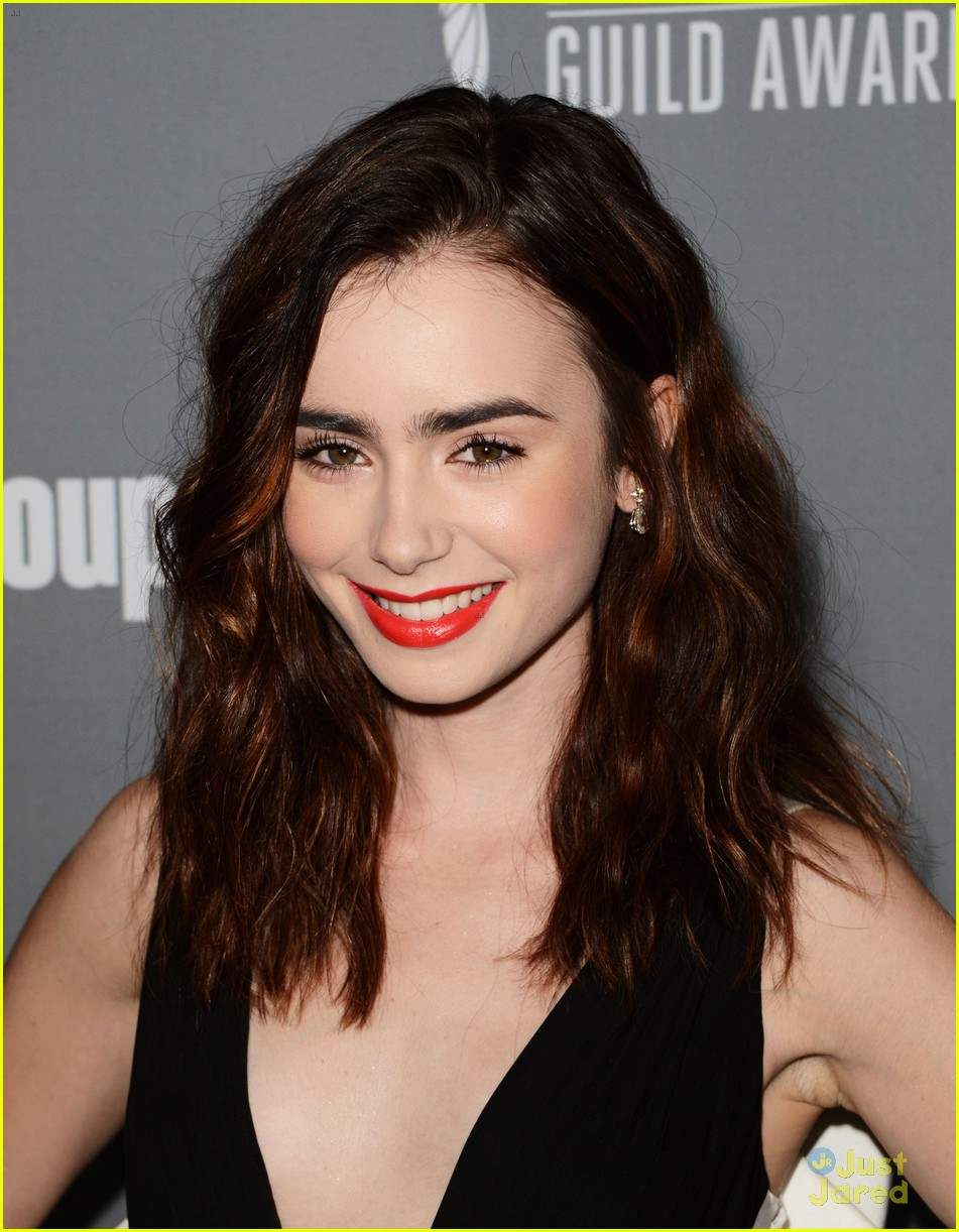 lily collins cdg awards 2013 02