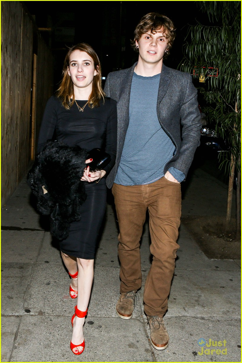 emma roberts evan peters vday dinner 01