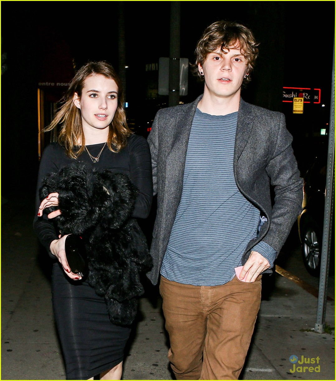 emma roberts evan peters vday dinner 04