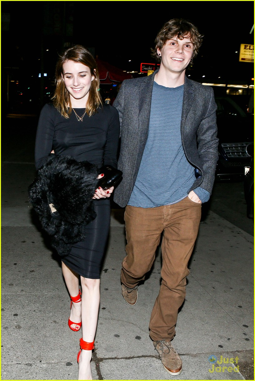 emma roberts evan peters vday dinner 07