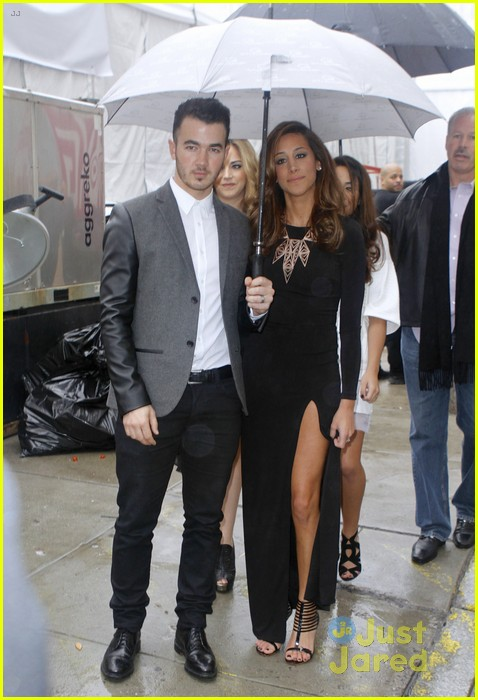 kevin danielle jonas fashion week couple 03