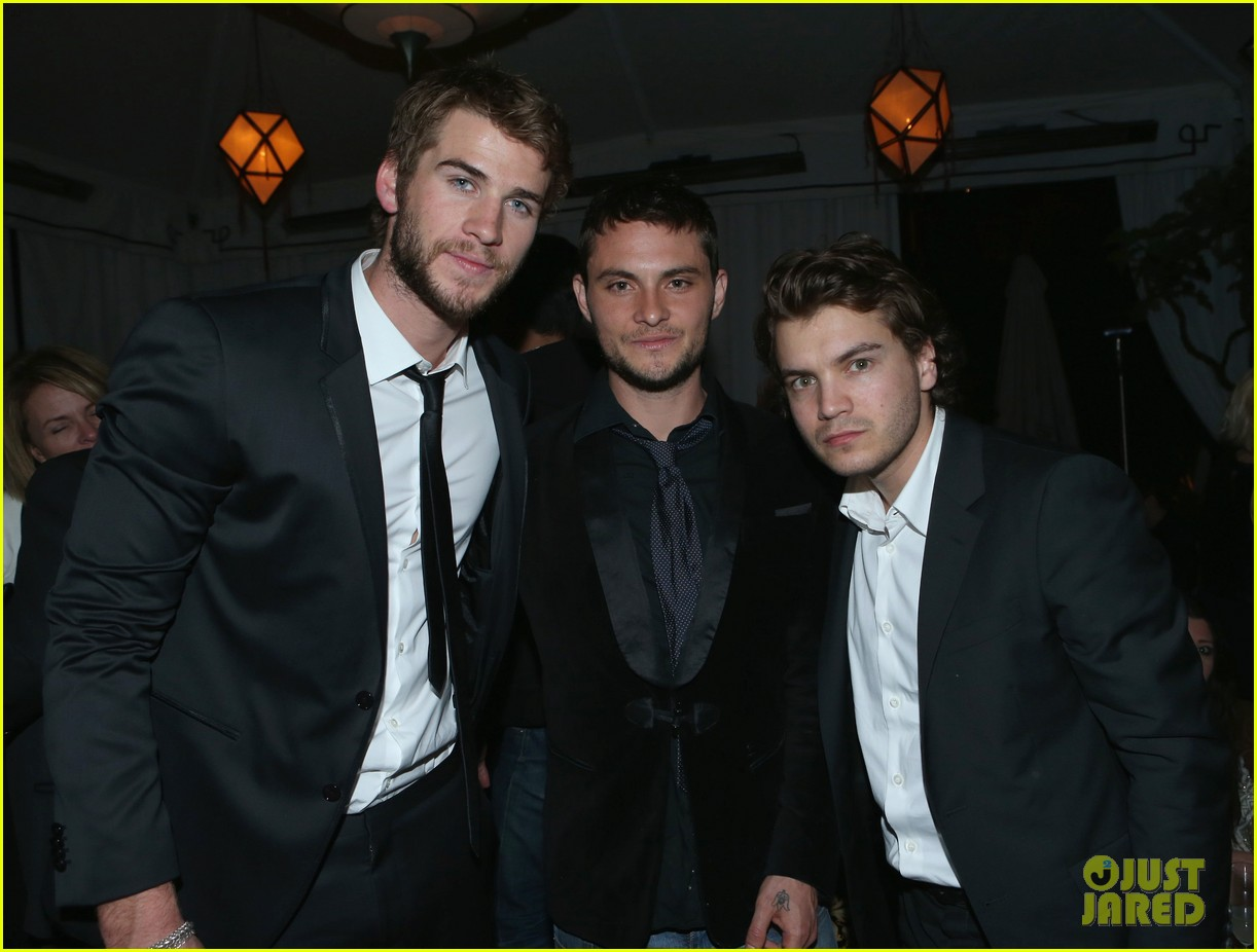 taylor lautner liam hemsworth weinstein company party 03