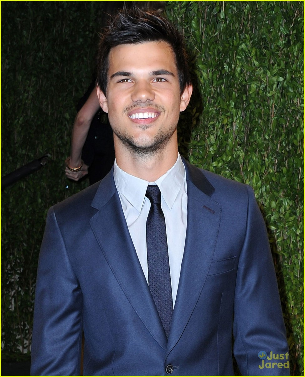 taylor lautner vanity fair oscar party 2013 02
