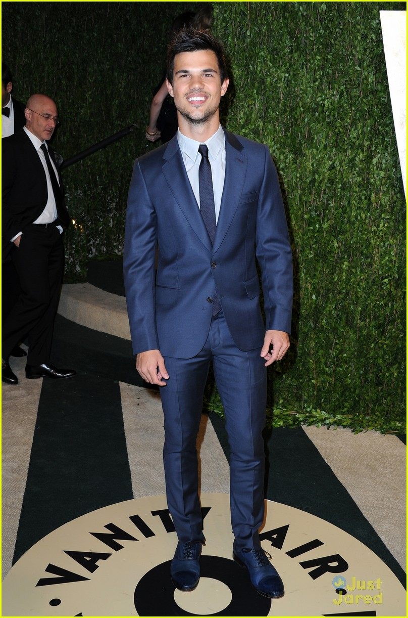 taylor lautner vanity fair oscar party 2013 03