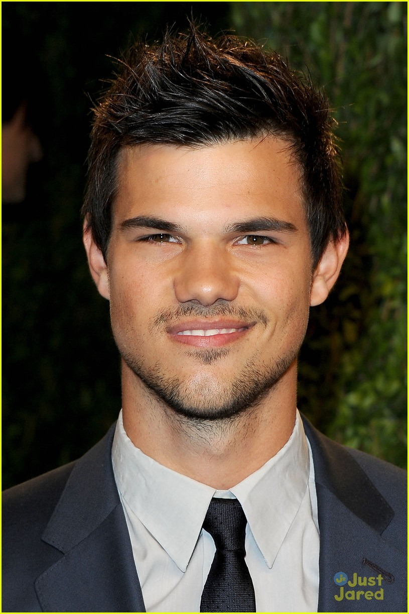 taylor lautner vanity fair oscar party 2013 04