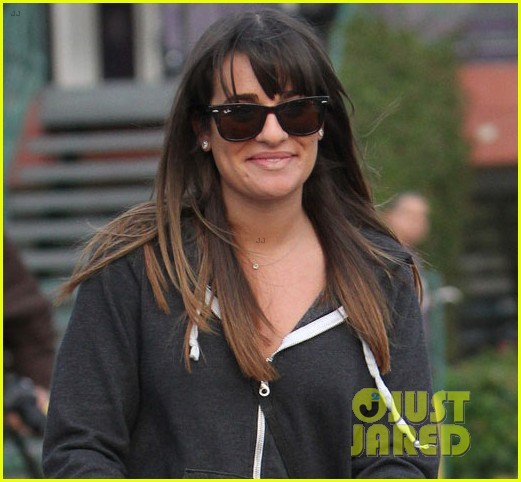 lea michele grocery shopping gal 04