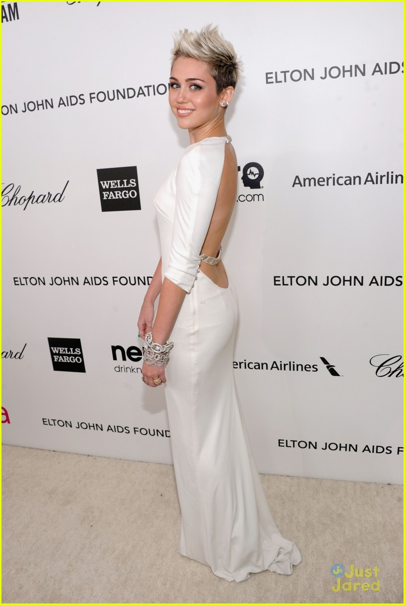 miley cyrus ejaf oscar party 03