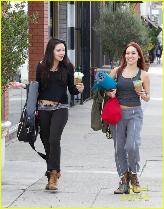 grace phipps yoga class cutie 03