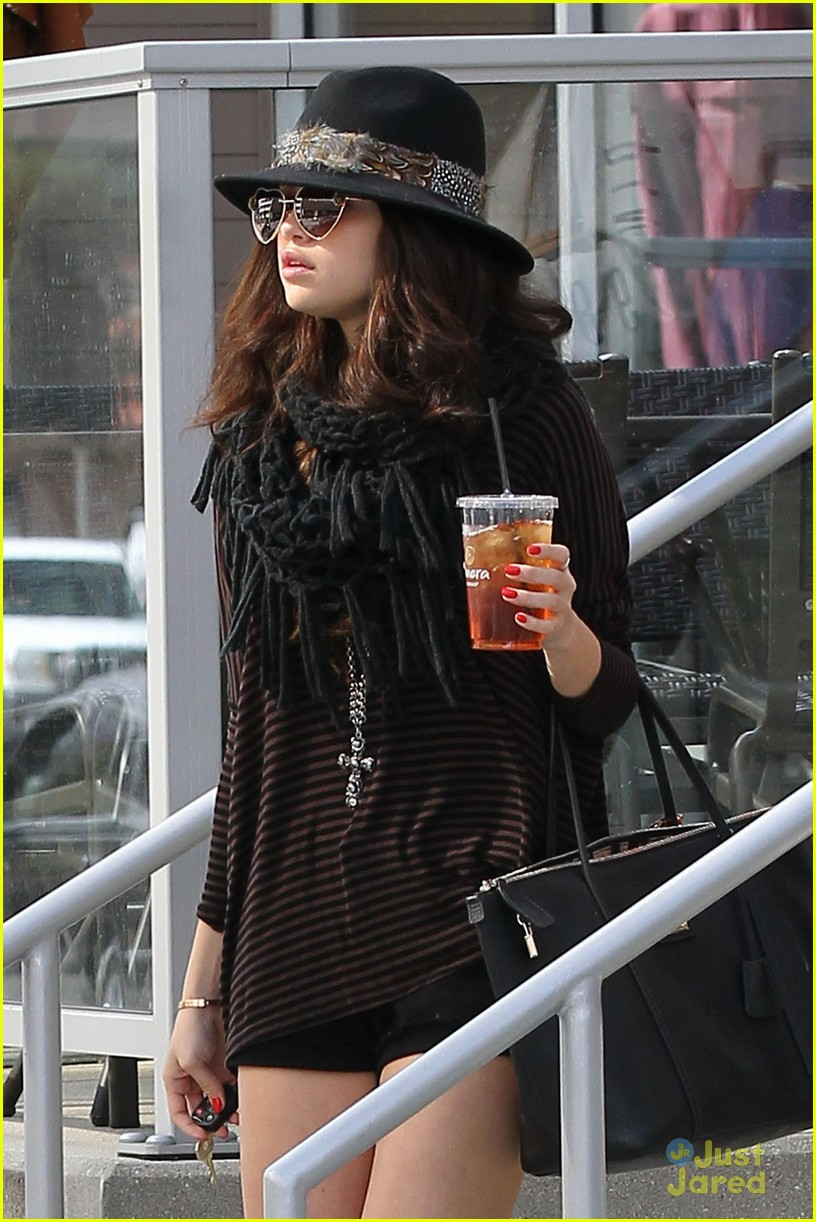 selena gomez cool drink 01
