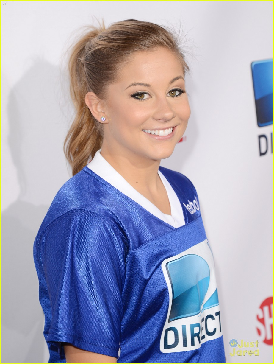 shawn johnson directv celeb bowl 03