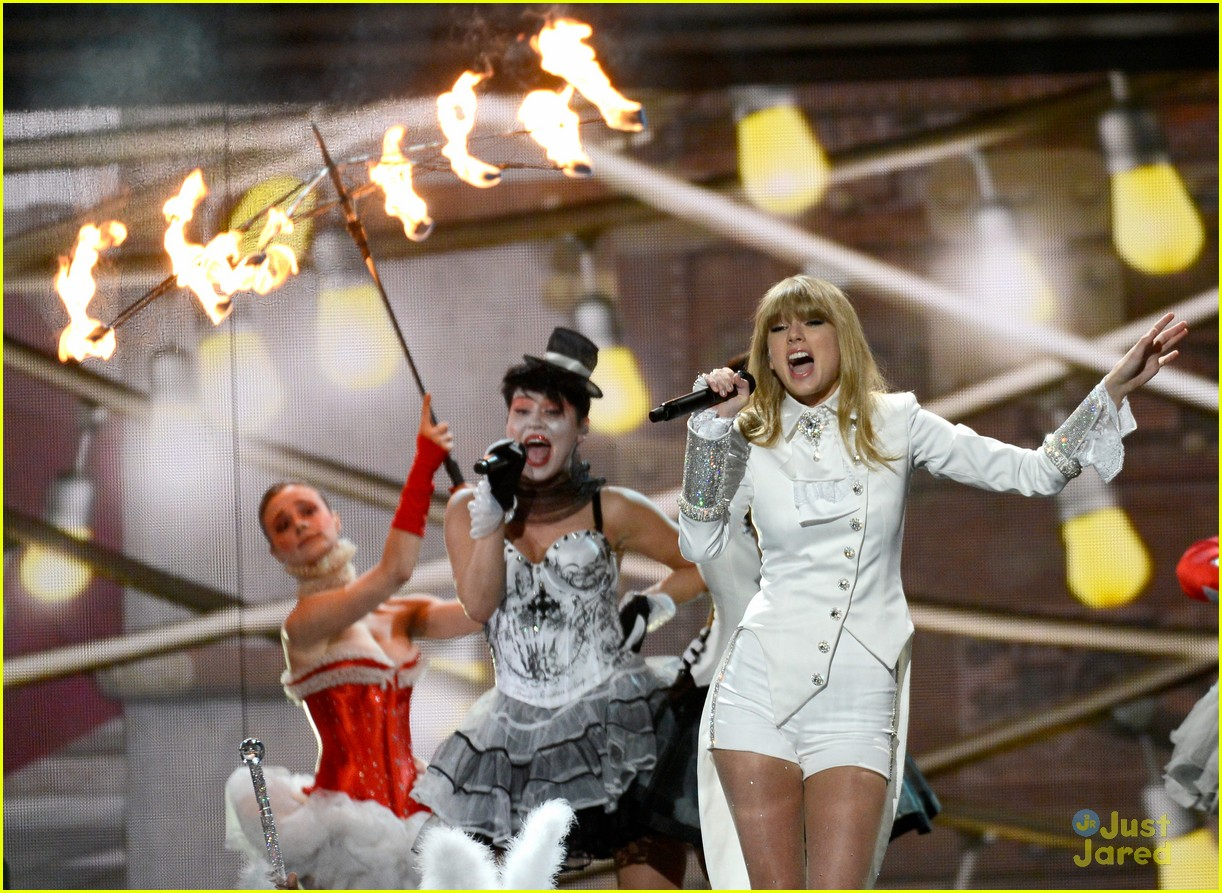 taylor swift grammys performance 10