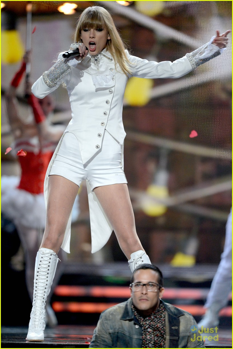 taylor swift grammys performance 14