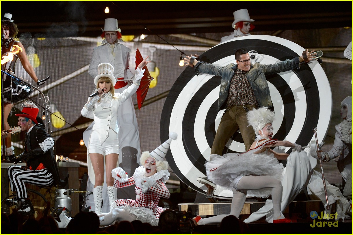 taylor swift grammys performance 16