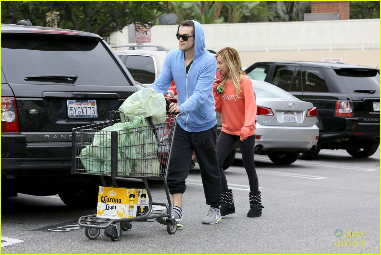 ashley tisdale super bowl shopping 02
