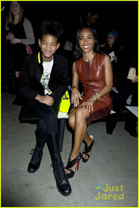 willow smith narciso rodriguez show with om jada 03