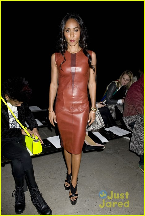 willow smith narciso rodriguez show with om jada 05