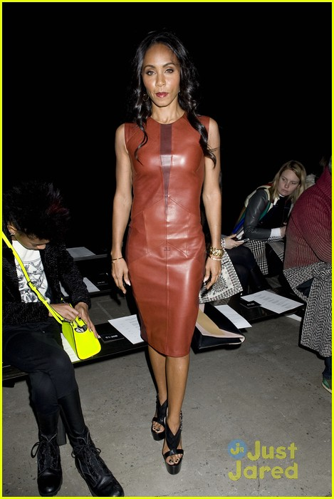 willow smith narciso rodriguez show with om jada 08