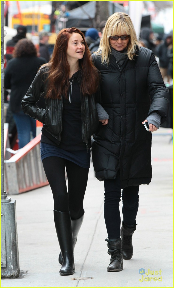 shailene woodley red hair for amazing spider man 2 filming 07