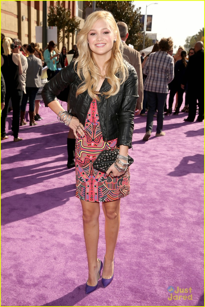 olivia holt kids choice awards 2013 red carpet 03