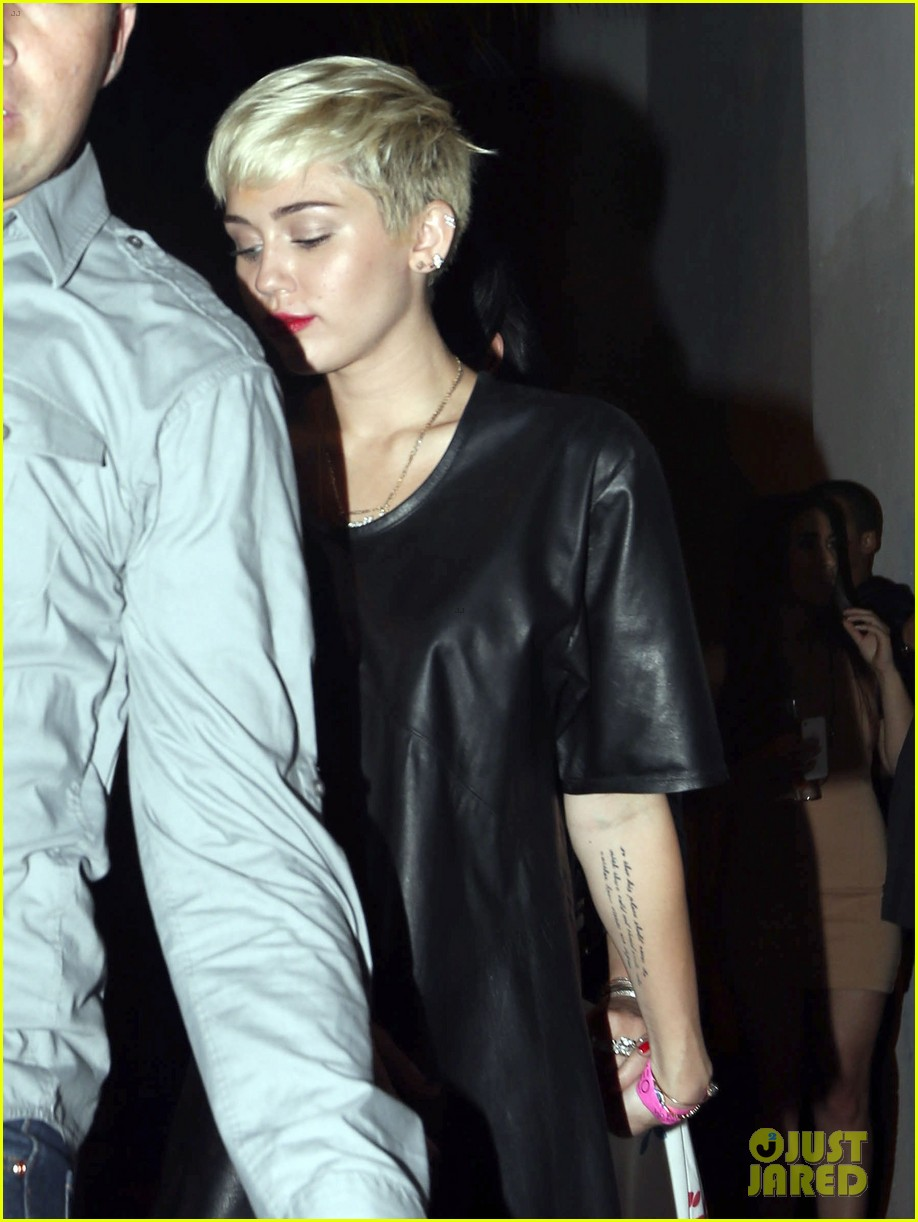 miley cyrus miami night out 08