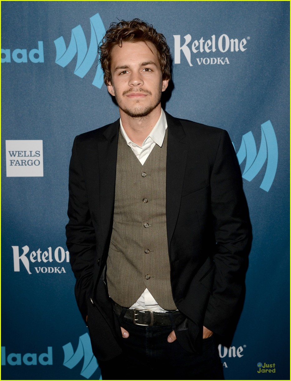johnny simmons 2015