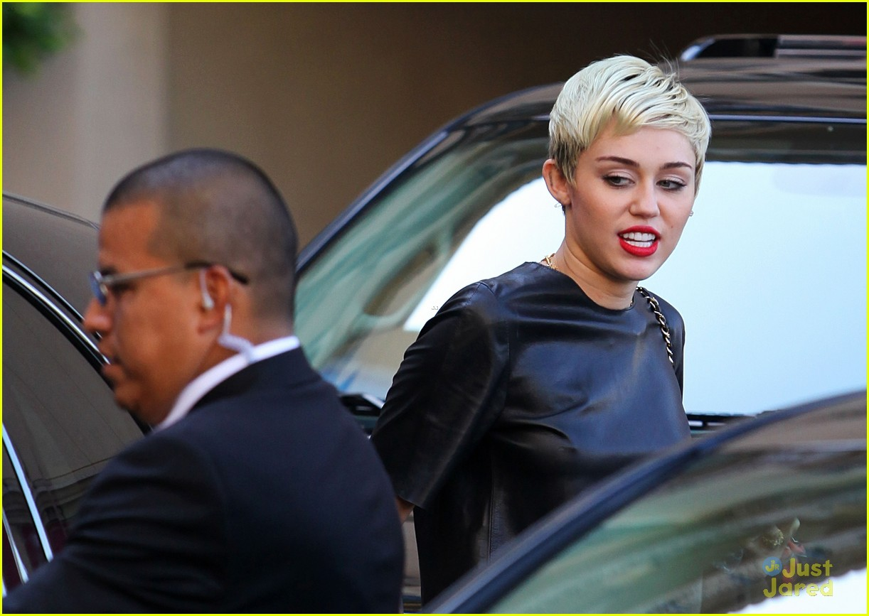 miley cyrus liam hemsworth separate monday outings 16