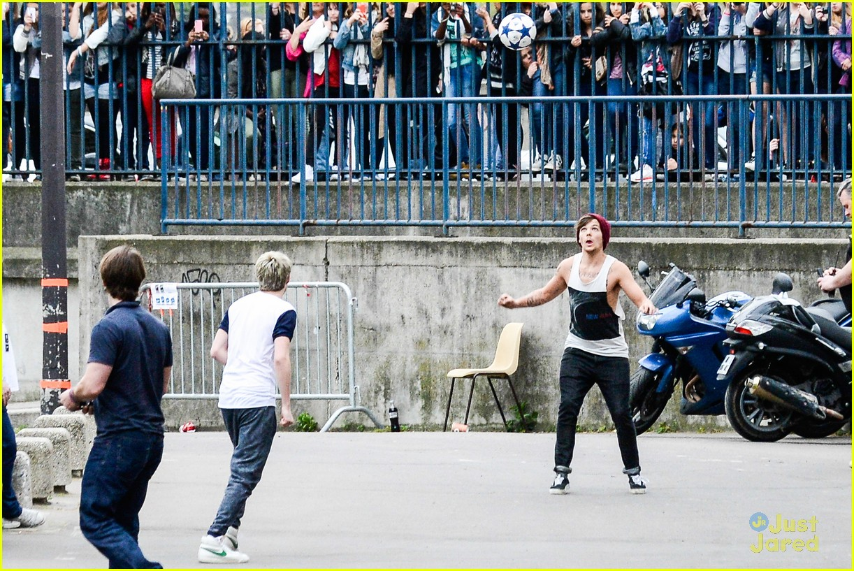 niall horan louis tomlinson soccer studs 17
