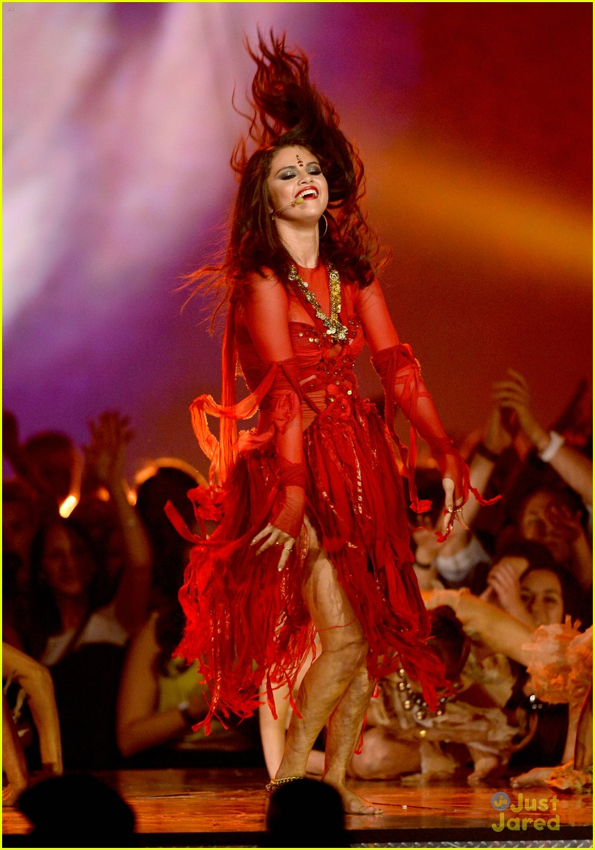 Selena Gomez - Come & Get It (Movie Awards 2013) - YouTube  |Selena Gomez Come And Get It Performance
