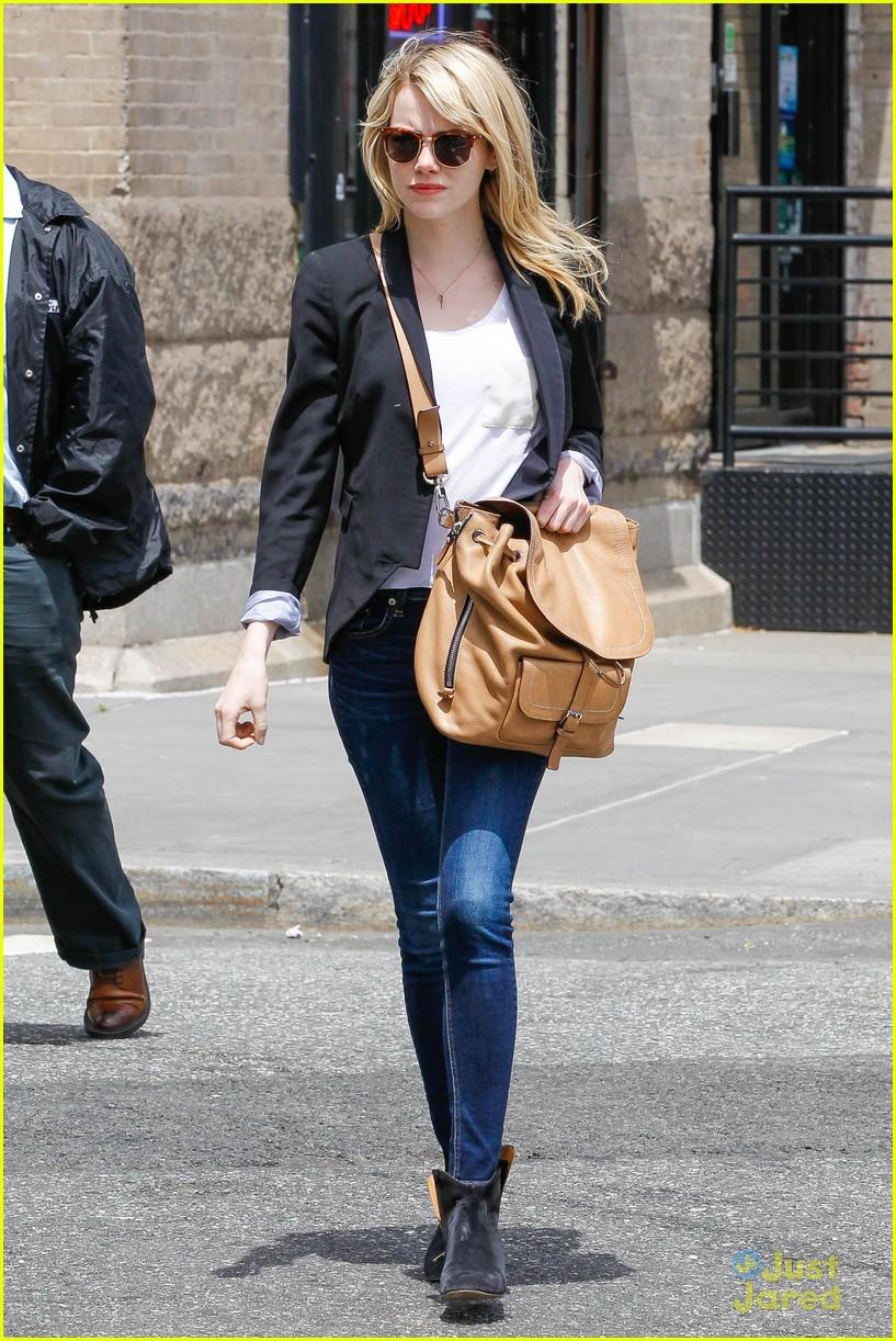Emma Stone Runs Errands in NYC   Photo 562278 - Photo ...