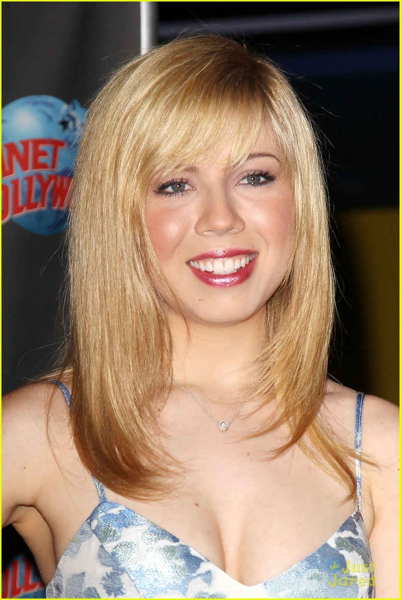 Jennette McCurdy New Boyfriend http://www.justjaredjr.com/photo-gallery/563269/ariana-grande-jennette-mccurdy-sam-cat-interview-29/